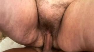 Suzanne é uma avó gorda precisando uma foda