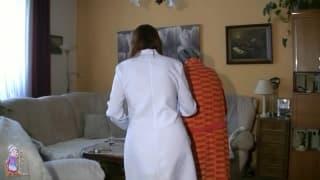 A velha fode a enfermera de turno