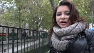Uma jovem morena que quer sexo com o Manuel