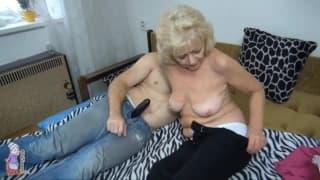 A avó demonstra o seu calor