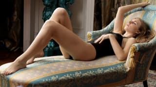 A bela Irina masturba-se tranquilamente