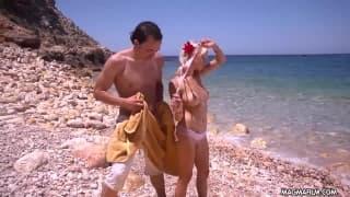 Mia Magma a fazer sexo na praia
