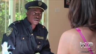Tori Black não escapa à longa rola da lei