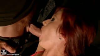 Sexo intenso para uma mulher que é extrema