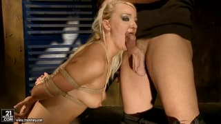 Valerie Follass adora sexo submisso!