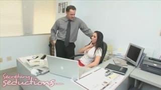 Rachel Starr é uma secretaria muito sexy