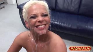 Eva Eden uma loira que quer é pénis !