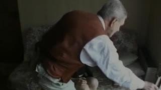 jovem morena fode com um velho