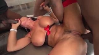 Sexo com est mulher sensual Lisa Ann