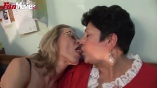 Gundi Moll uma velha lésbica quente
