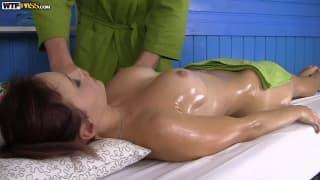 Massagem para Olivia que acaba lindamente !