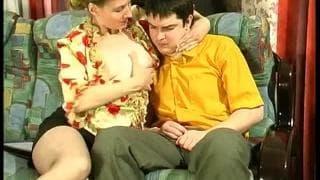 Um encontro sexual com a mãe do seu amigo