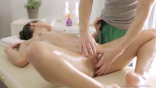 Ira adora ser massajada e aqui está a prova !