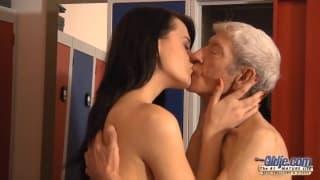 Eva Strauss quer experimentar com um velho