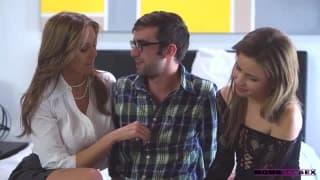 Magnífico trio com Julian Ann e uma jovem !