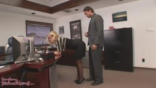 Uma secretaria que só faz safadeza!