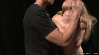 Kira Banks uma loira sexy com apetite