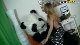 Kris é uma loira que ama pandas!