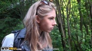 Megan recebe o pau de Artyom na bunda dela