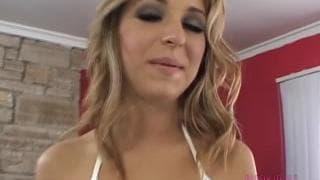 Jaelyn Fox goza de sexo oral!