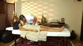 Angelina Chung adora massagens eróticas