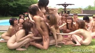 Sexo ao ar livre com muita gente