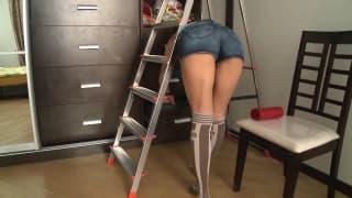 Irina Sweet adora brincar com brinquedo