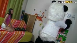 Sabrina uma jovem fodida por um panda!