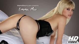 Emma Mae acaricia-se e mostra lingerie sexy