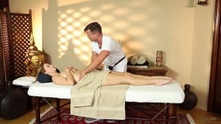 Massagem com Karlie Montana e Eric Masterson