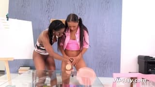 Bailey e Jasmine Webb gostam de mijo