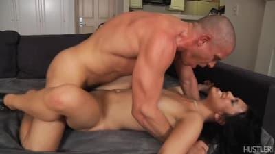 Mick Blue toca o corpo de Hannah Shaw