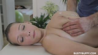 Lucy Wilde precisa de uma massagem