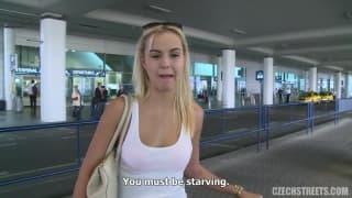 Conheci hoje uma loira no aeroporto