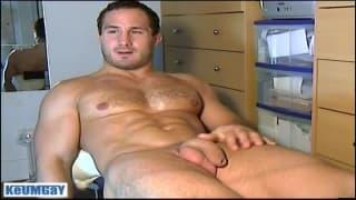 Sylvain Potard sabe se masturbar muito bem
