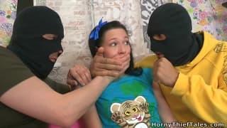 Kristina confronta bandidos