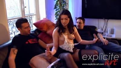 Tiffany Doll a gemer com dois sexos