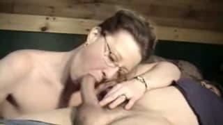 Esta milf adora fazer sexo oral!