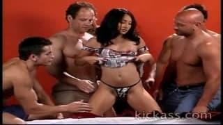 Fazem sexo com uma mulher sexy