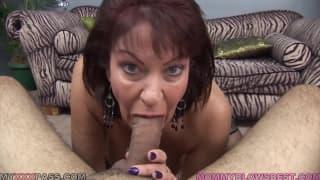 Uma milf sensual e animada