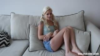 Elsa Jean é uma loira sensual