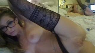 Esta milf loira ama se masturbar!