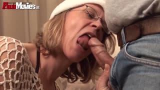 Ela fode seu homem com um sextoy!