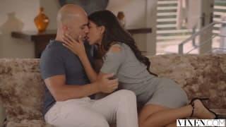 Latina sexy transa com namorado da mae!