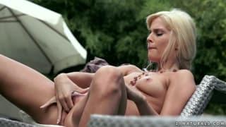 Candee Licious ama se masturbar!