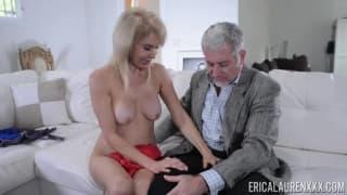 Erica Lauren transa com vendedor a domicilio!