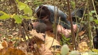 Esta casal esta transando na floresta!