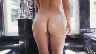 Lena Paul ama sexo hardcore!