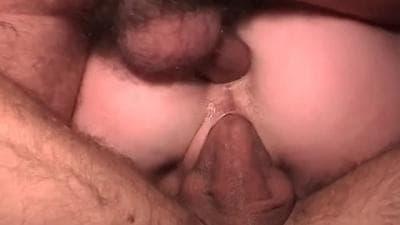 Dois pénis deixam essa mulher feliz