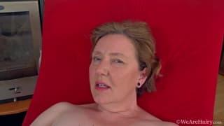 Romana Sweet fode sua buceta madura!